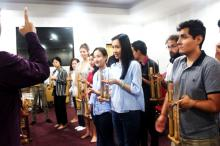 Workshop angklung BIPA UNY