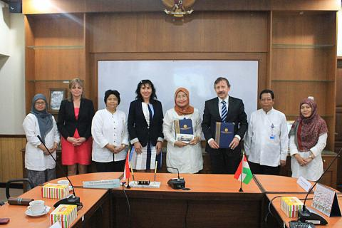Penandatanganan Letter of Intent for Academic Collaboration antara UNY dan Eszterhazy Karoly University, Hungaria